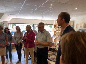 Tim Mithöfer Besuch Soziales Kaufhaus AWB